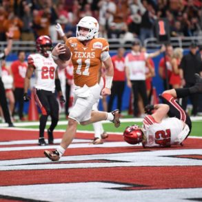 Sam Ehlinger QB Texas Longhorns Alamo Bowl vs Utah 2019